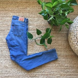 Levi's | 711 skinny jeans mid rise
